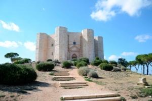 Castel del Monte, château octogonale datant de 1240 se situant dans la région des Pouilles dans le sud de l'Italie